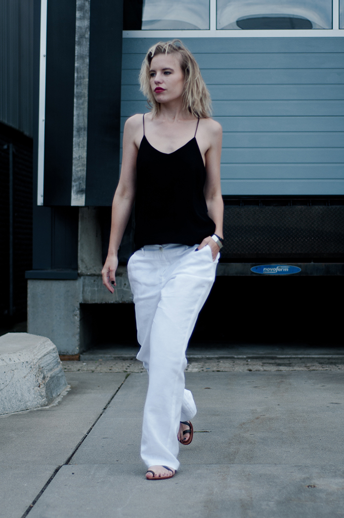 Streetstyle model off duty wearing Céline easy comfy slouchy outfit baggy oversized boyfriend pants