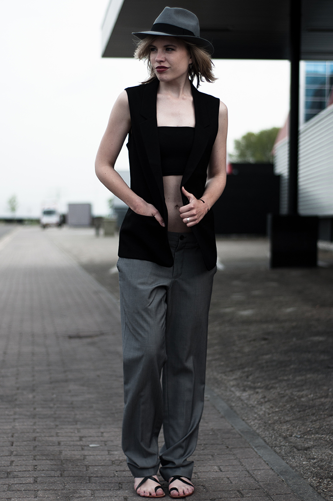 Outfit fashion blogger streetstyle oversized celine suit pants bandeau bra bare midriff sleeveless blazer