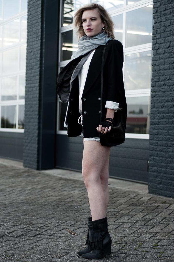 Streetstyle fashion blogger rock chick biker leather cut out gloves accessorize maison martin margiela flat jacket fringe boots