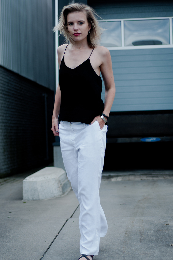 Rock chick model streetstyle fashion blogger tip strappy top black leather straps slouchy pants