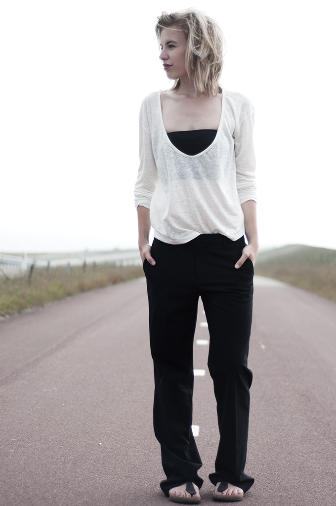 Fashion blogger wearing outfit celine slouchy suit trousers easy baggy boyfriend oversized birkenstocks gizeh