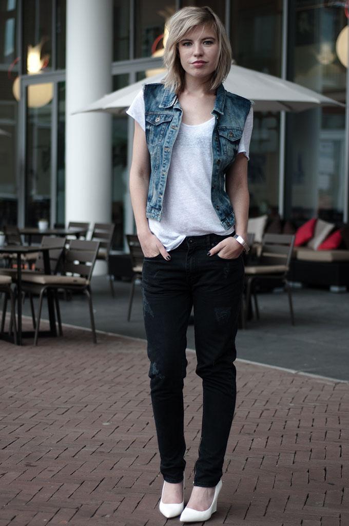 fashion blogger wearing denim on denim outfit black jeans boyfriend oversized baggy blue waistcoat streetstyle