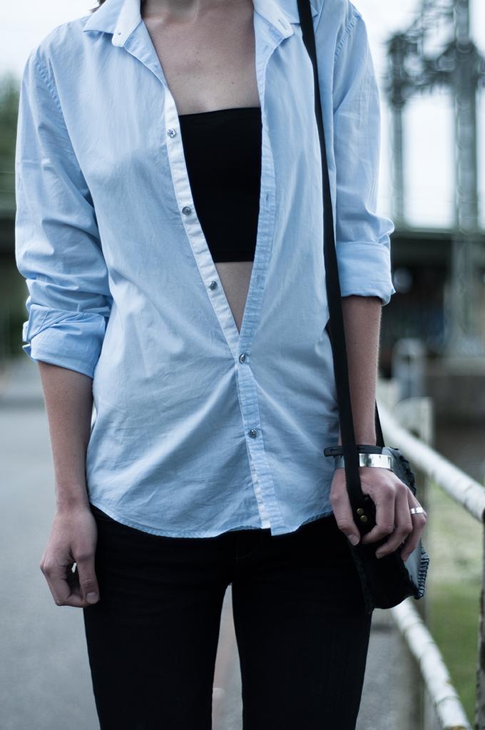 Outfit details boyfriend menswear oversized shirt blue black bandeau crop top fashion blogger