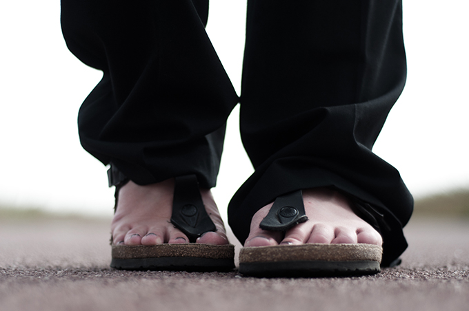 Fashion blogger streetstyle wearing grandpa sandals birkenstock gizeh birkenstocks sandals summer celine