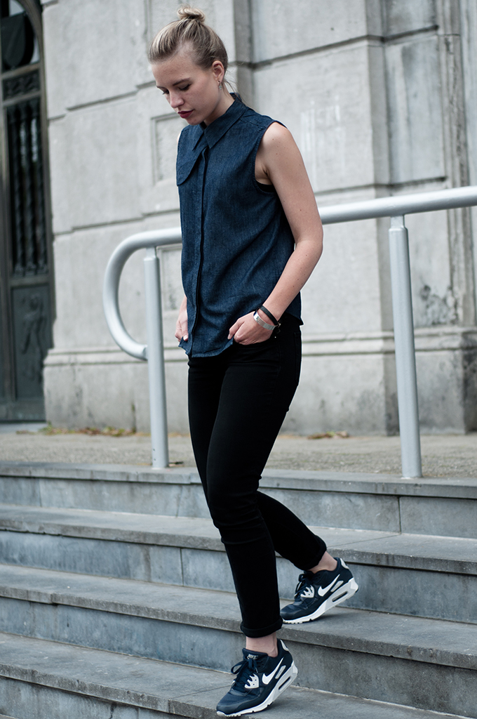 Streetstyle double denim on denim sleeveless tee blouse shirt nowhere martin nike air max 90 sneakers blue