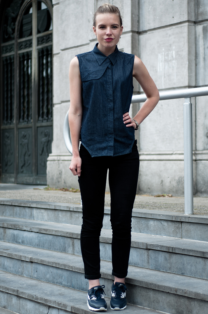 Fashion blogger wearing outfit denim on denim blue nike air max 90 sneakers spartoo nowhere martin