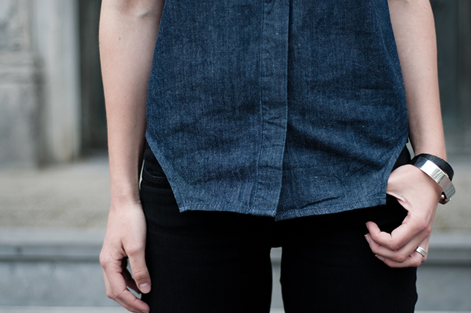 Outfit details oversized double denim on denim sleeveless shirt blue black jeans jewellery silver