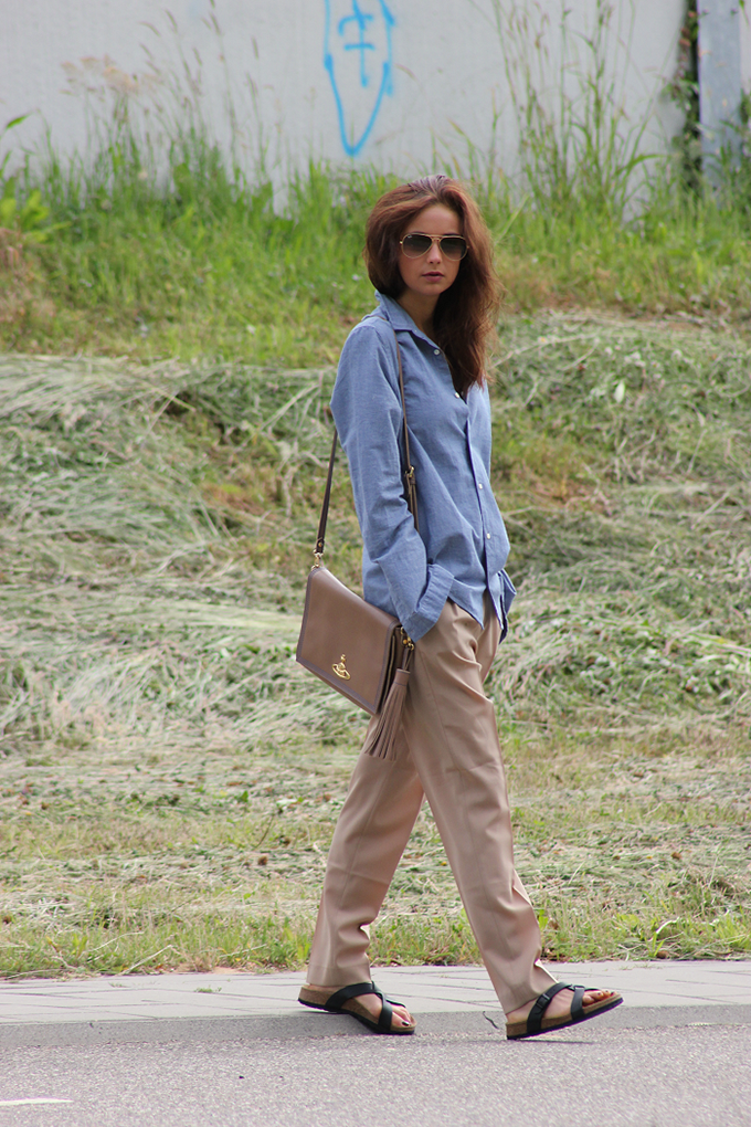 Mode D'amour chambray sand birkenstocks loose slouchy suit pants inspiration wearing fashion blogger