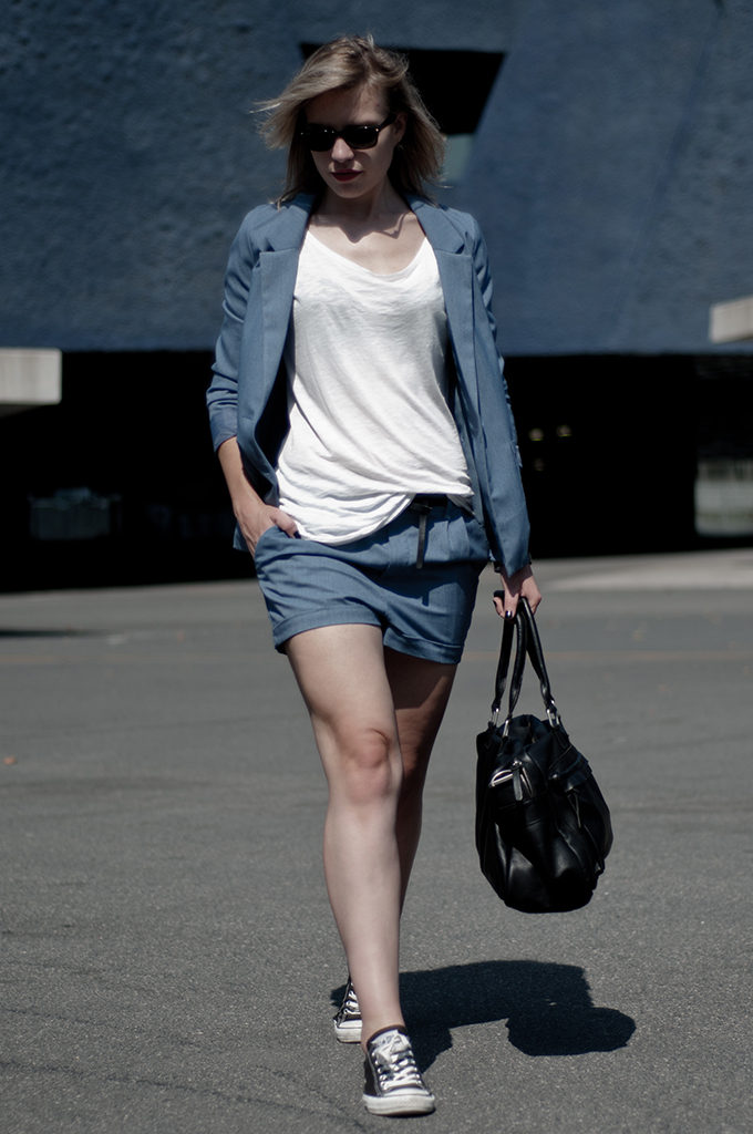 fashion blogger wearing acne denim suit H&M divided KO knock off look-a-like converse all stars elin kling streestyle black