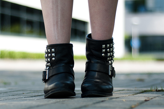 outfit details shoes sacha biker boots low ankle buckles studded leather studs bare legs rock chick