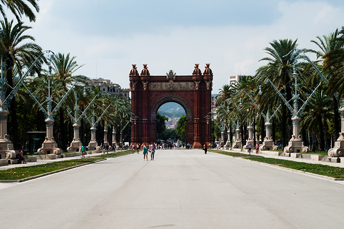 Barcelona guide arc de triomf triopmhe must-visit must-see must-do palm trees beautiful sight tips tricks 2013