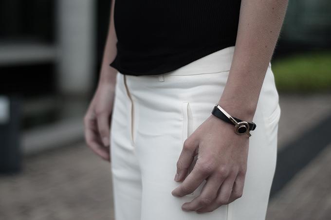 fashion blogger details gold bracelet slouchy pants trousers expresso vanilla cream