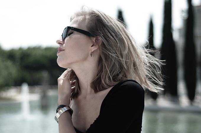 Gorgeous beautiful girl model messy hair don't care fashion blogger ray-ban wayfarer barcelona