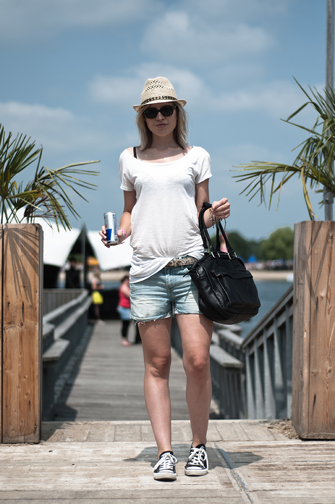 fashion blogger streestyle XO live festival event sacha shoes hat bag leather wearing outfit