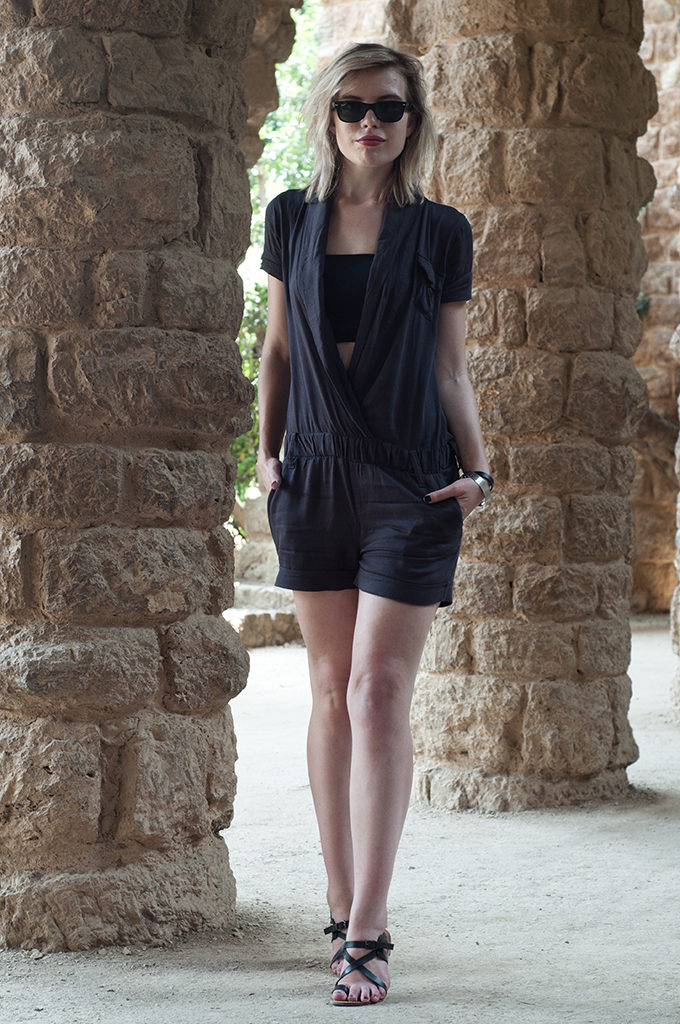 Outfit streetstyle wearing fashion blogger playsuit Shoeby Fashion bandeau crop top Park Guell Barcelona Barca BCN