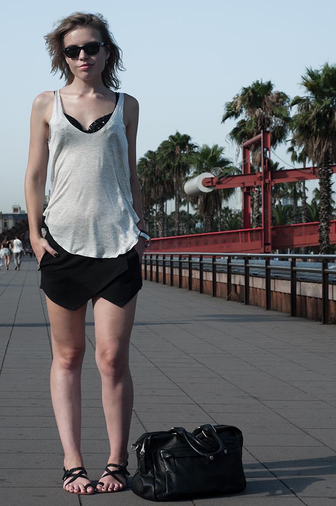 fashion blogger outfit streetstyle barcelona barca bcn boulevard zara skort crystal bra black rock model