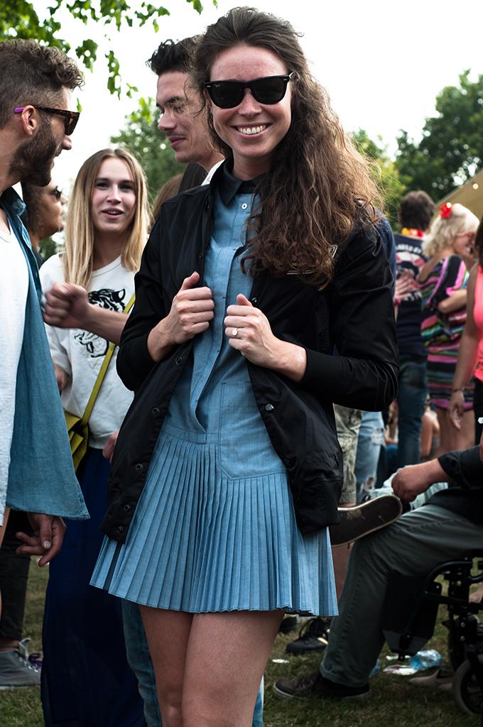 Liseth van der Lee stylish festival people XO live Extrema Outdoor 2013 wearing streetstyle denim dress black