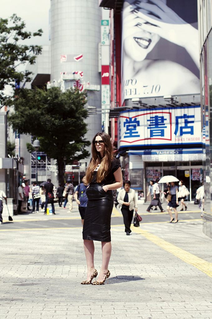 Cindy COTTDS fashion blogger wearing ASOS leather pencil skirt black rock chick streetstyle japan maxi