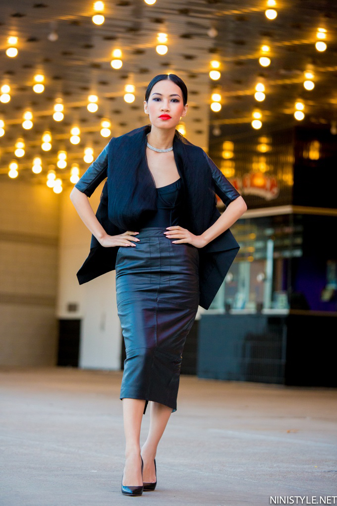 Ninistyle asian fashion blogger sexy wearing all black outfit leather maxi pencil skirt long legs streetstyle