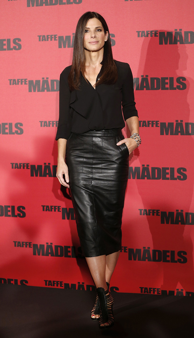 Sandra Bullock outfit golden globes wearing all black leather pencil skirt midi maxi tight sexy classy