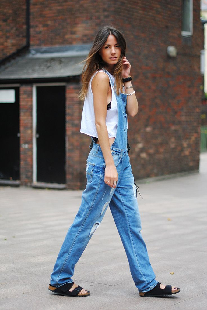 Oversized denim dungarees streetstyle wearing jeans fashion blogger birkenstock sandals comfortable relaxed look outfit