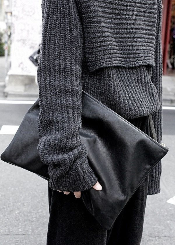 Oversized grey knitted sweater fashion blogger streetstyle model warm comfortable outfit details winter look outfit inspiration