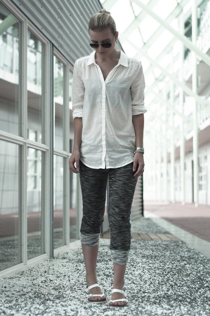 Fashion blogger relaxed wear streetstyle marl grey knit pants swaychic birkenstocks comfy look