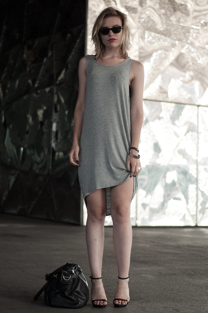 Fashion blogger wearing edgy chic classy outfit dinner barcelona basic jersey low back dress pieces Otto crystal bra