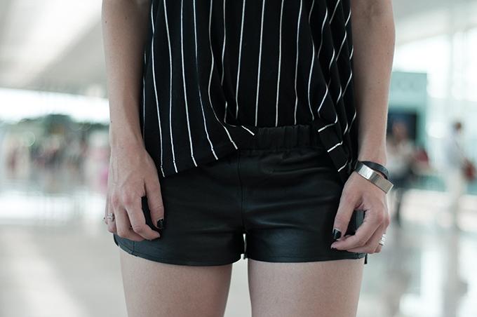 Outfit details fashion blogger wearing all black everything leather shorts vintage episode baseball tee oversized black nailpolish dark edgy rock