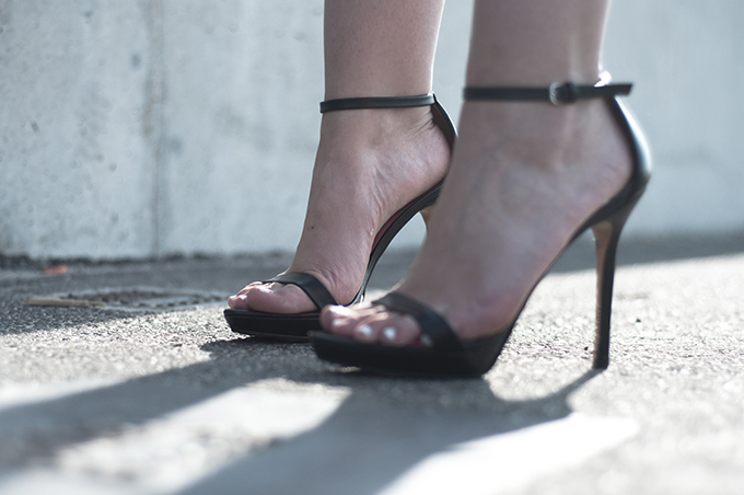 Shoes details fashion blogger wearing Zara heeled sandals strappy leather straps white toes nailpolish