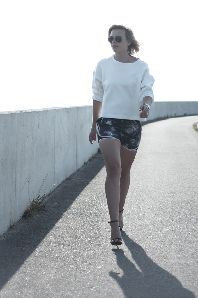 Outfit streetstyle fashion blogger model off durty sportswear sportsluxe trend sporty chic Nike shorts rock edgy