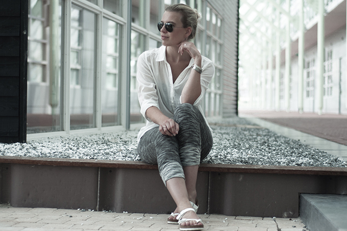 Fashion blogger wearing relaxed comfy outfit loose boyfriend shirt oversized knit joggers
