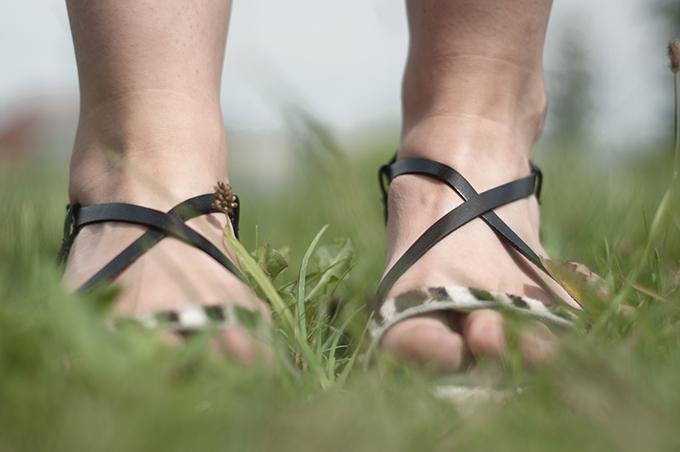 Sacha Shoes schoenen details leather straps sandals flats ponyhair zebra animal print fashion blogger