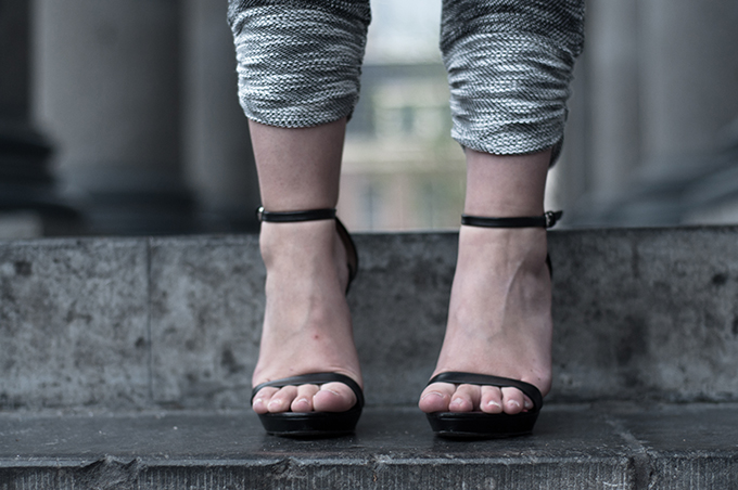 Outfit details shoes Zara heeled sandals strappy SwayChic grey jogger pants jogging sweatpants
