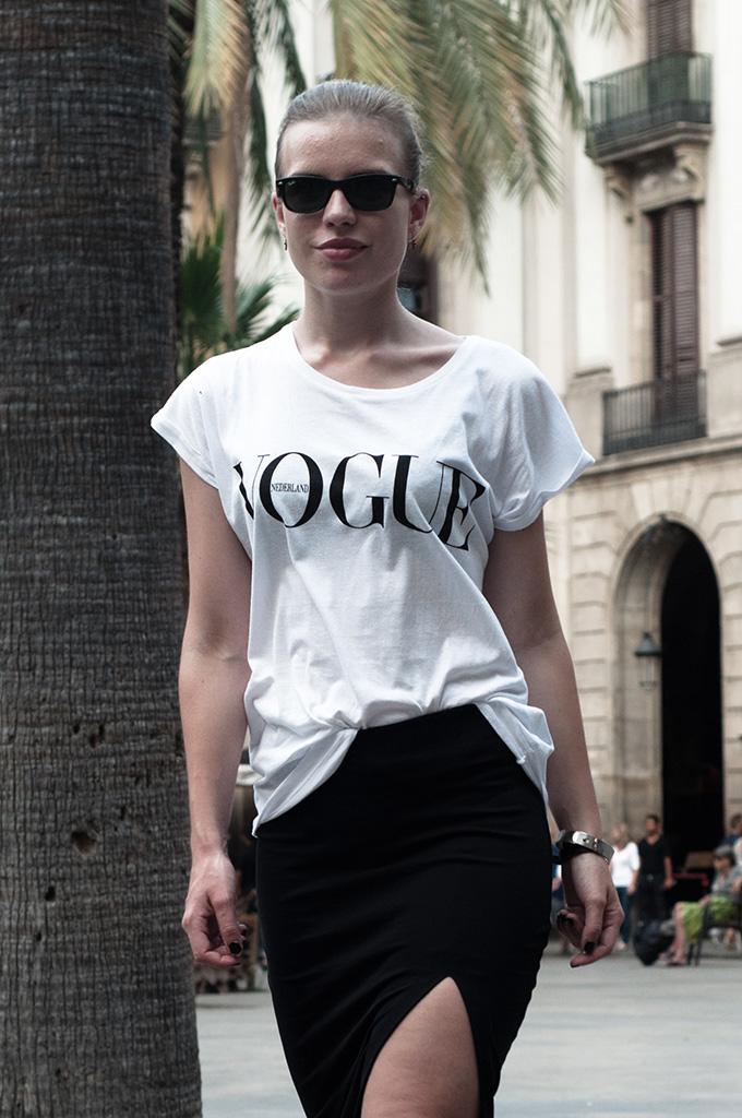 Fashion blogger streetstyle model off duty Dutch Vogue tee magazine the Netherlands wearing girl pencil skirt ray-ban wayfarer rock