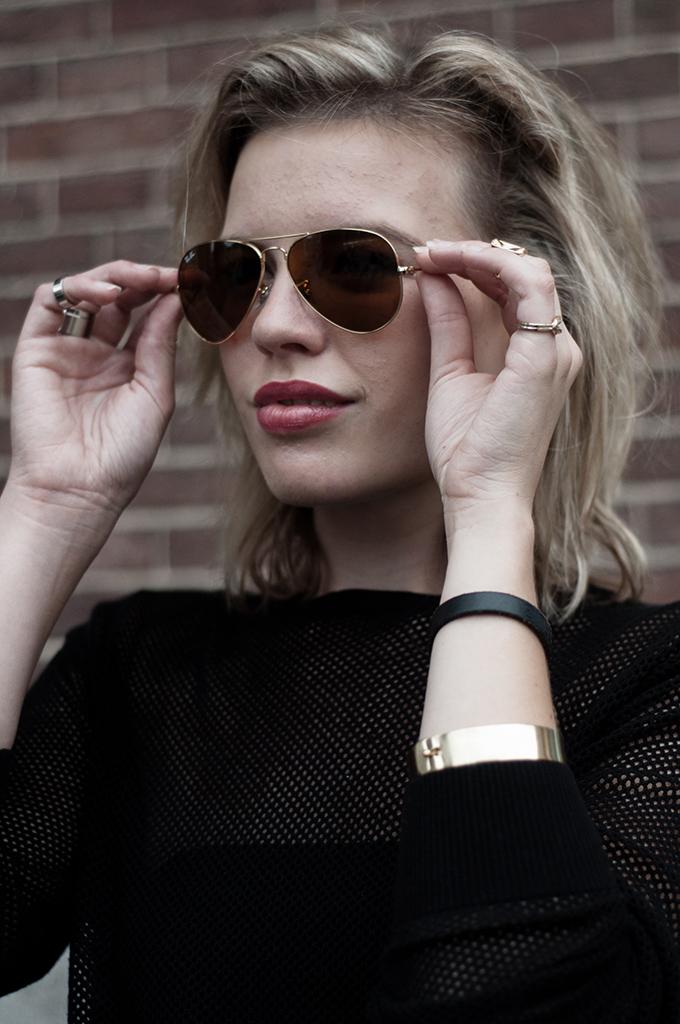 Fashion blogger wearing Ray-Ban 3025 aviator sunglasses Debra Morgan Dexter look-a-like similar fashion blogger gold finger party rings