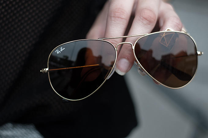 Bradley Cooper the hangover gold golden Ray-Ban 3025 aviator sunglasses sunnies fashion blogger wearing showing details