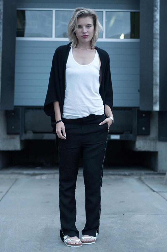 Fashion blogger wearing salomon oversized side zipper pants nowhere nelly elin kling fashion style