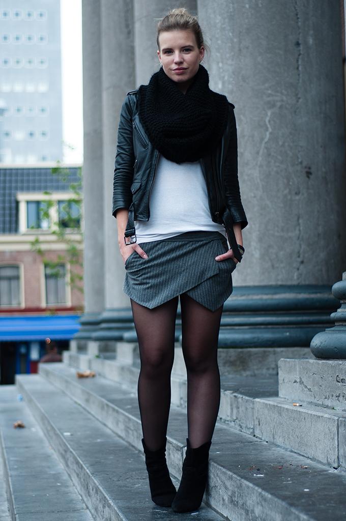 RED REIDING HOOD: Fashion blogger wearing stelle mccartney pinstripe zara skort streetstyle outfit model off duty