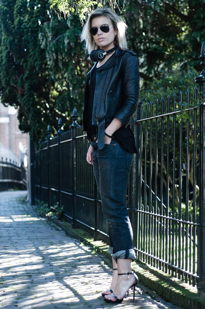 RED REIDING HOOD: headphones style fashion blogger dark edgy outfit boyfriend jeans