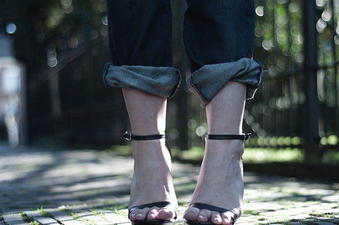 RED REIDING HOOD: Fashion blogger wearing Zara strappy leather sandals Levi's 501 boyfriend jeans