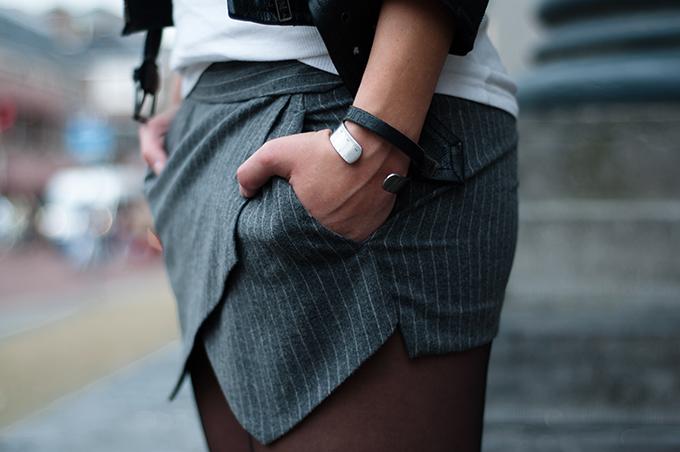 RED REIDING HOOD: Fashion blogger outfit details geometrical zara skort skorts grey pinstripe Stella McCartney