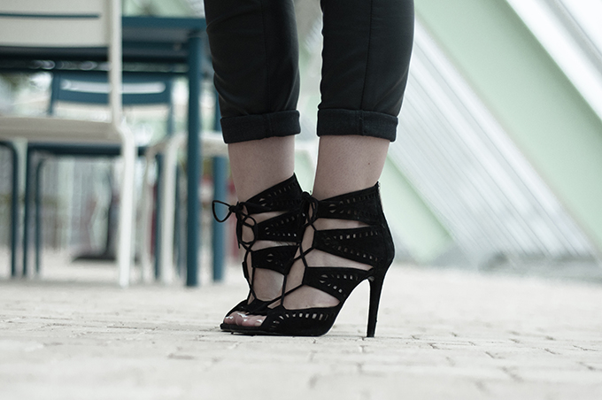 Fashion blogger wearing suede black zara lace up sandals details shoes