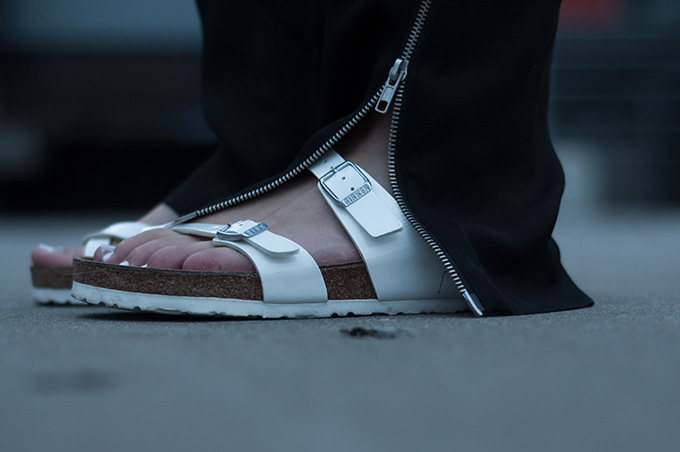 Outfit details Birkenstock all white sole mayari sandals flats birkenstocks spartoo fashion blogger wearing white toenails slouchy pants