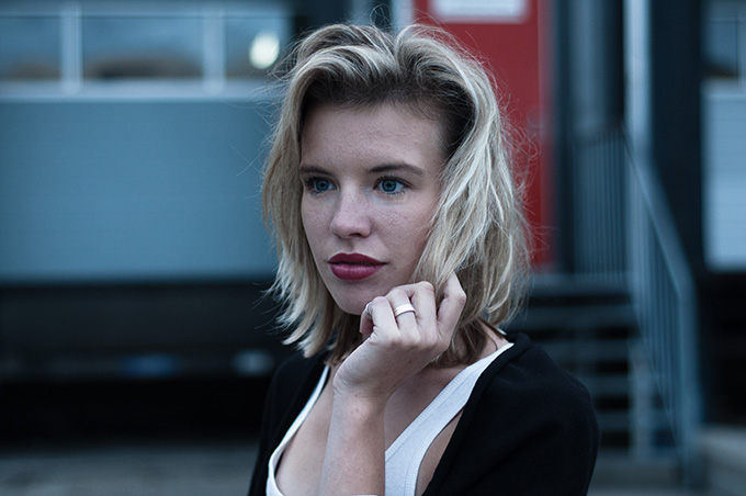 Messy hair don't care beauty fashion blogger model off duty blond blonde full big lips red lipstick portrait