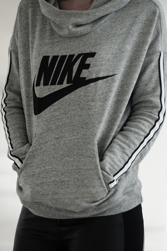 Outfit details Nike District 72 pullover oversized sweater Spartoo Schoenen