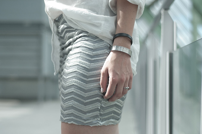 Outfit details silver sequin mini skirt bodycon ModeMusthaves