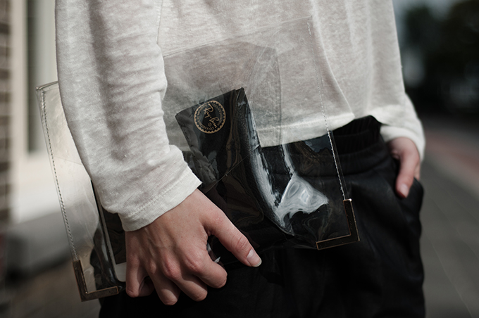 Red Reiding Hood: Fashion blogger wearing ModeMusthaves it-clutch see through clutch details streetstyle fashion week