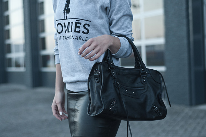 Outfit details streetstyle model off duty look fashion Homies brian lichtenburg KO balenciaga motorcycle bag leather skirt