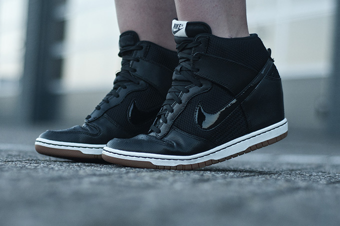 Fashion blogger outfit details Nike dunk sky hi wedge sneaker shoes all black mesh wearing